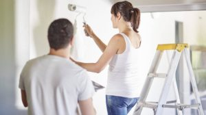Couple painting the wall in new home model released Symbolfoto property released PUBLICATIONxINxGERx